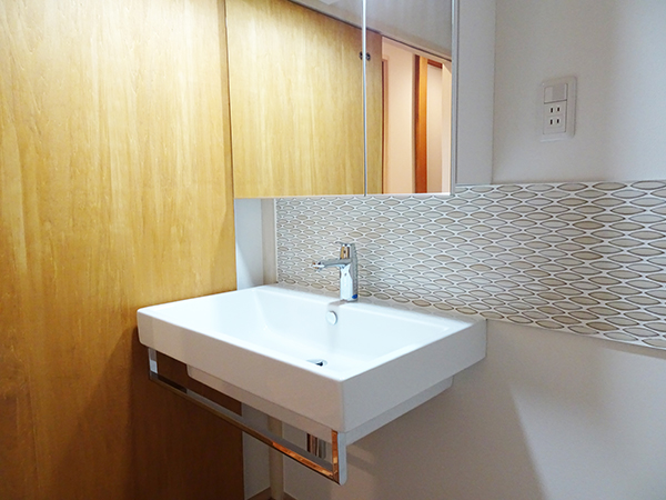 ベッセル式洗面台とタイルのコンビネーション
